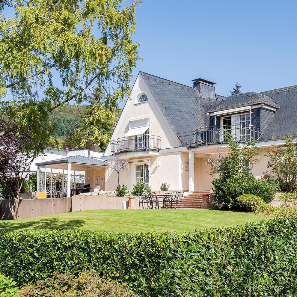 Herrschaftliches Anwesen auf Luxus Grundstück mit Parkcharakter - Vermittlung durch Eberhard Horn Real Estate