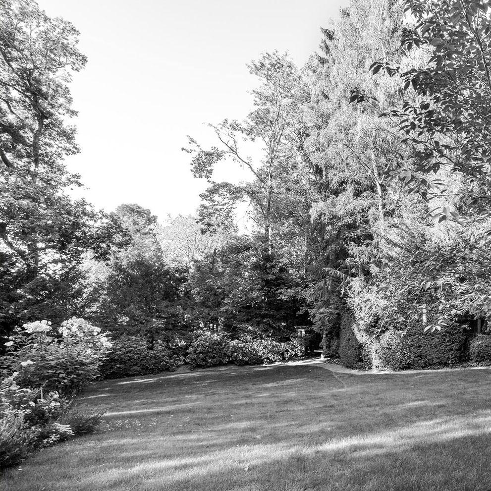 Vorstandsvilla mit gepflegtem Garten - Maklerbüro Eberhard Horn Real Estate Königstein i. Ts.