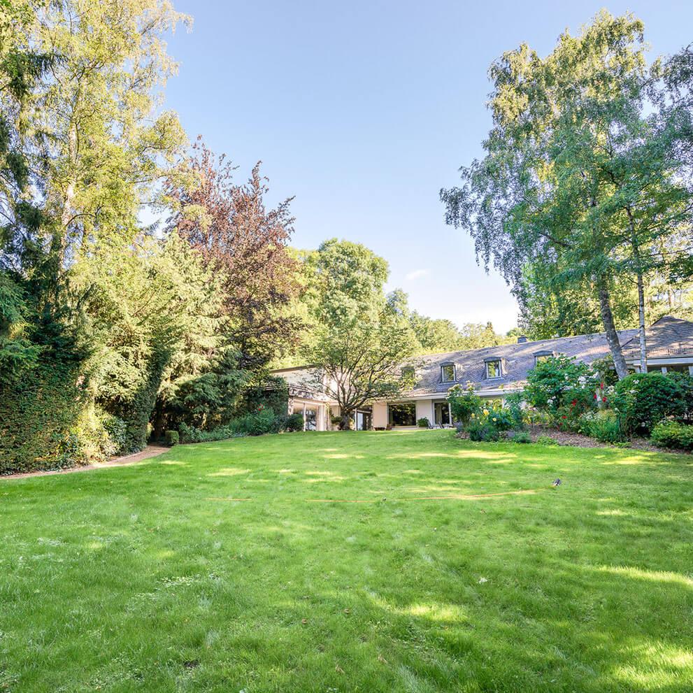 Villa in einzigartiger Lage mit großen parkähnlichem Garten in Königstein i. Ts. vermittelt durch Makler Eberhard Horn Real Estate