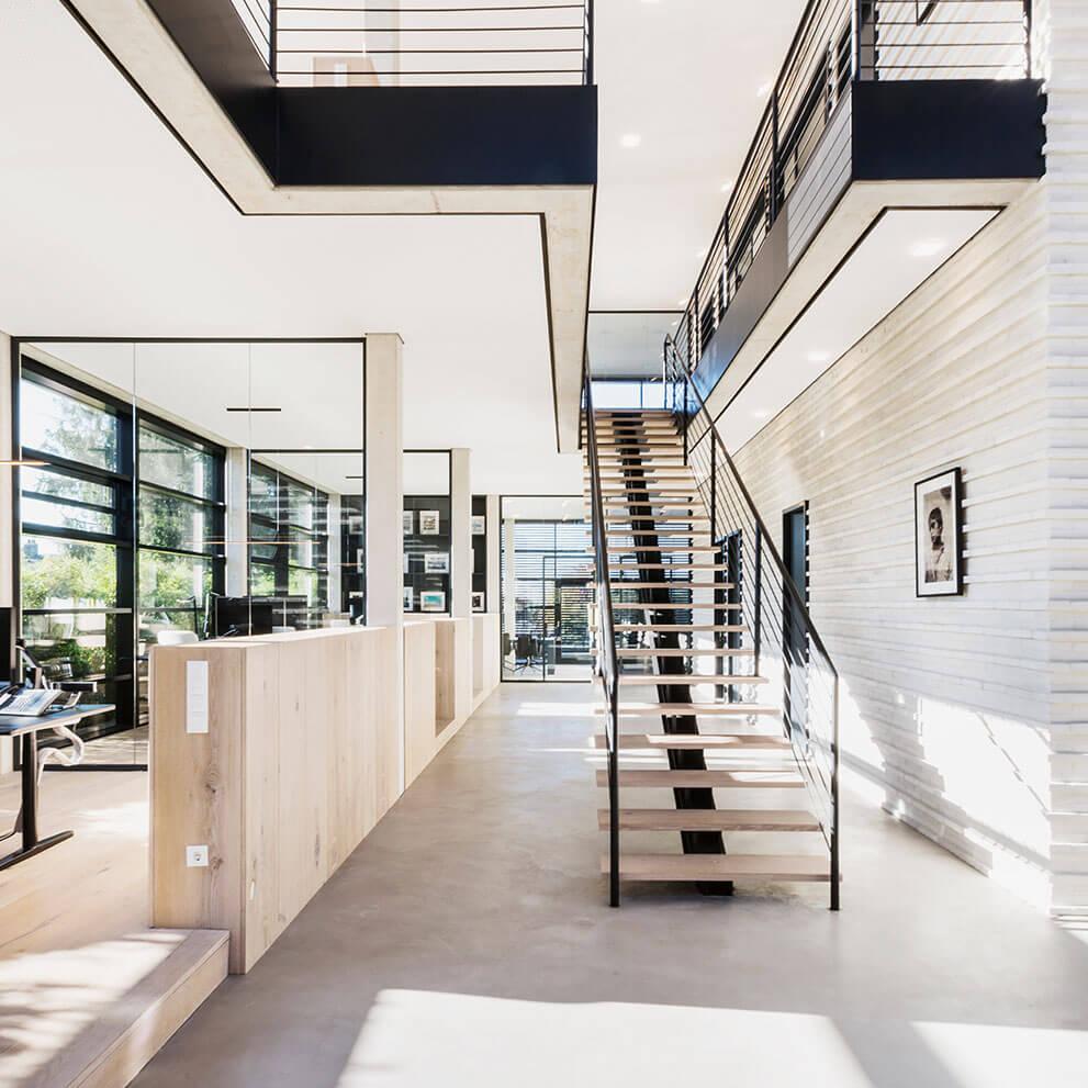 Eingangsbereich Office Maklerbüro für Luxusimmobilien: Eberhard Horn Real Estate in Königstein i. Ts.